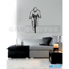 Ciclista na bicicleta de perfil