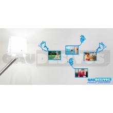 Adesivo Porta Retrato Borboleta segurando Moldura (Para Fotos Até 14x20)